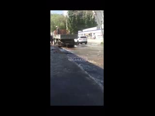 Прорвало метровую трубу в 15-м микрорайоне