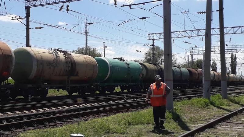 электровоз-тройник ВЛ80с-1777 с наливным поездом следует на татьянку, станция шпалопропитка ПРИВЖД