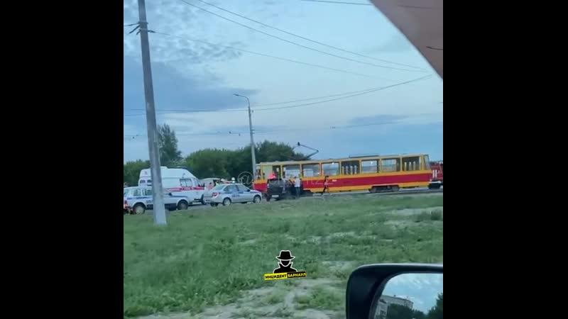На кольце Малахова-Власихинская произошло ДТП между легковым автомобилем и трамваем (Инцидент Барнаул)