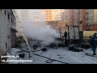 Взрыв и пожар на ул. Свободы в Архангельске
