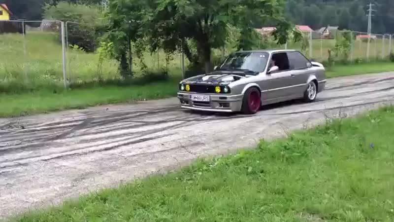 BMW E30 V8 BURNOUT! BMW E30 Meeting!.mp4