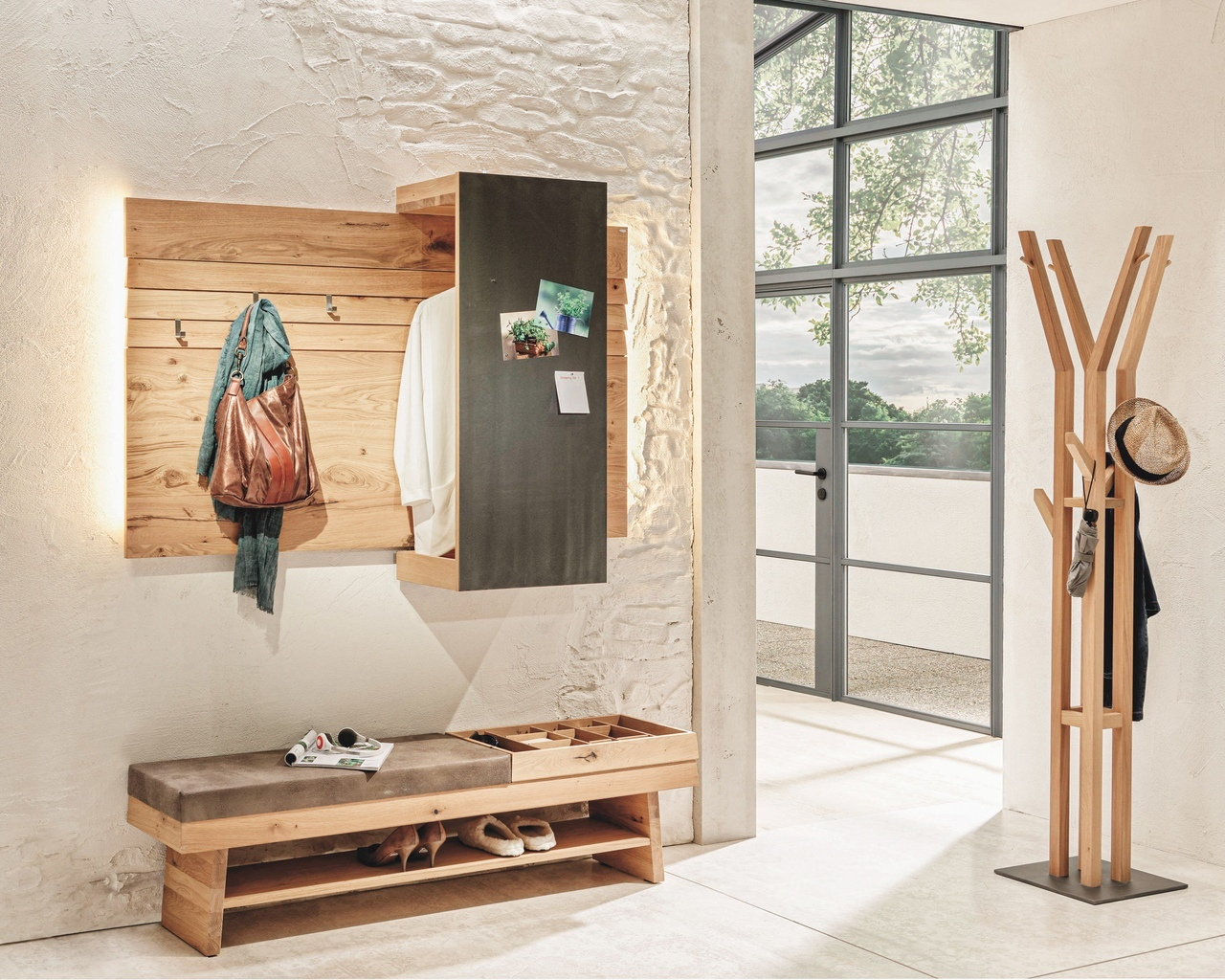 Стильная прихожая от австрийского мебельного бренда Voglauer
