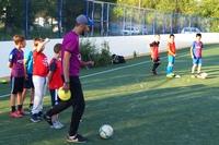 Фото с тренировки школьной группы на футбольном поле школы №66 (Аэродромная, 65).