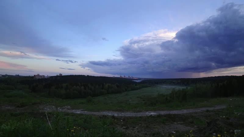 Облака в июньское полнолуние