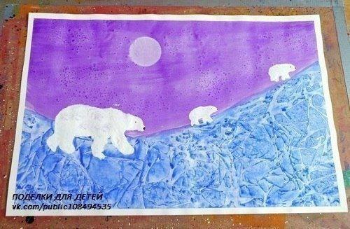 РИСУЕМ ЗИМУШКУ Этот зимний рисунок нарисован с применением двух нетрадиционных техник рисования: рисование солью и рисование с использованием пластиковой пленки (пластиковых пакетов). Пока