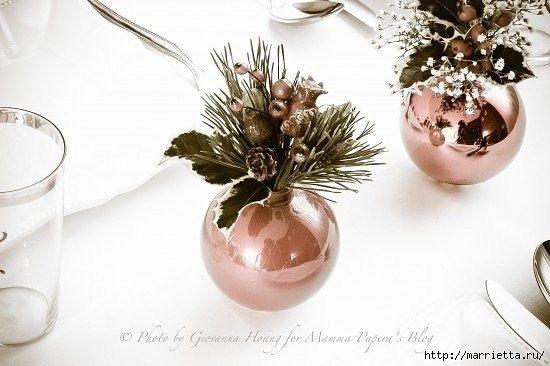 Оригинальное украшение для новогоднего стола. Вам понадобится силиконовый клей, чтобы сделать ножки для