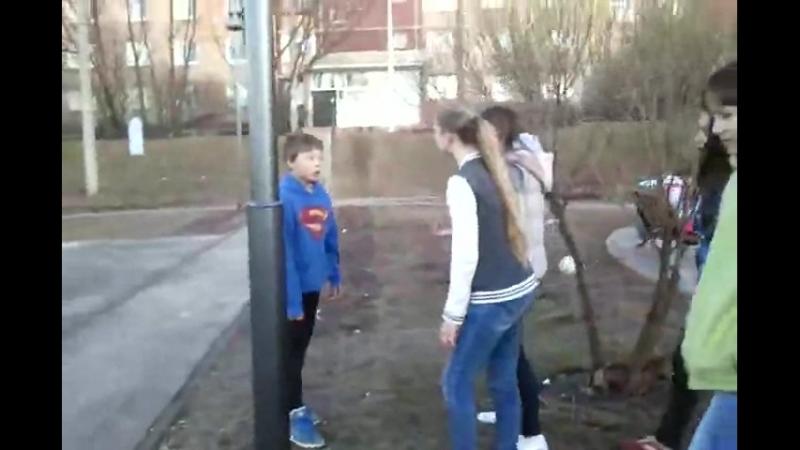 с супермена спросили за подвиги
