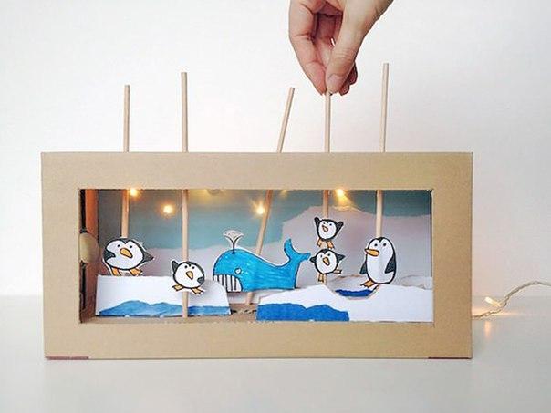 ТЕАТР В КОРОБКЕ Там, где в море кружат льдины,Развлекаются пингвины.Состязания у них,Соскользнули и бултых! Среди льдин и снега рос,Не страшит его