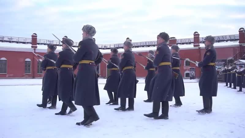 Церемония развода роты почётного караула у Петропавловской крепости в Санкт Пете