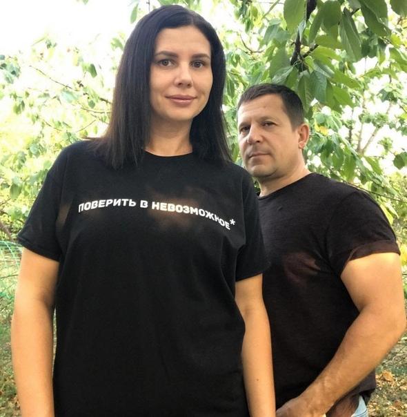 В сети разгорелись страсти вокруг 35-летней блогерши из-под Краснодара, матери пятерых приемных детей, которая внезапно бросила своего «золотого» мужа и стала жить с 20-летним пасынком