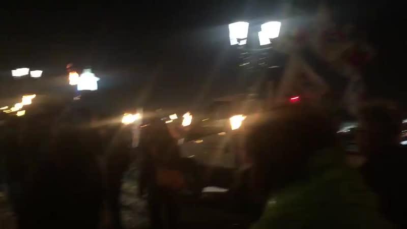 30 01 20 Manifestation aux flambeaux à Bordeaux avec un millier de personnes sous la pluie battante.mp4