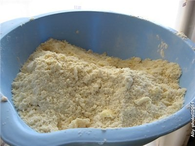 Гата. Ну оооочень вкусные рулетики!И готовятся быстро!Понадобится:Для теста:400 г мукипачка слив. масла (250 г)2 яйца и 1 белок250 г сметаны1 ч.л. содыванильный сахар - 1 п.Для начинки:1 ст.