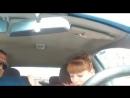 Ученица автошколы ищет заднюю передачу