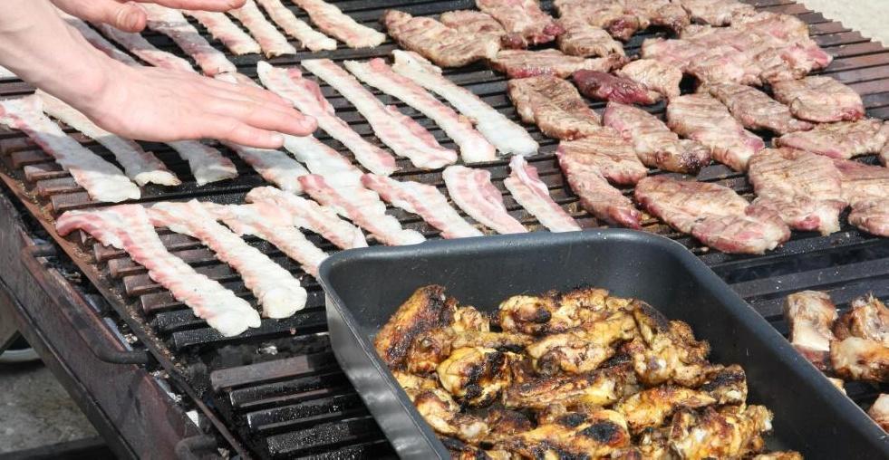 Циклическая кетогенная диета включает в себя пять дней употребления низкоуглеводных продуктов с высоким содержанием жиров.