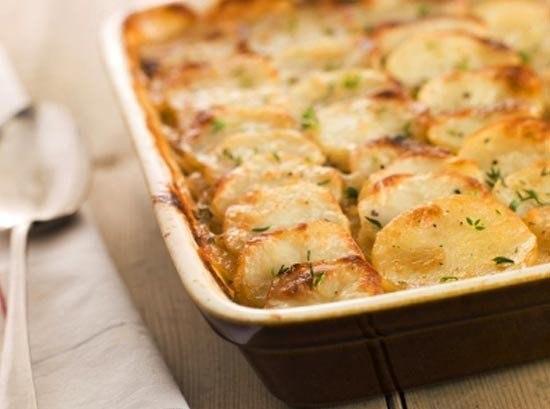 Запеченный картофель по-французски  Ингредиенты:  Картофель — 600 г Филе куриное —...