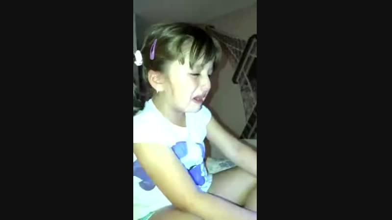 Типичная баба, главное в историю поплакать