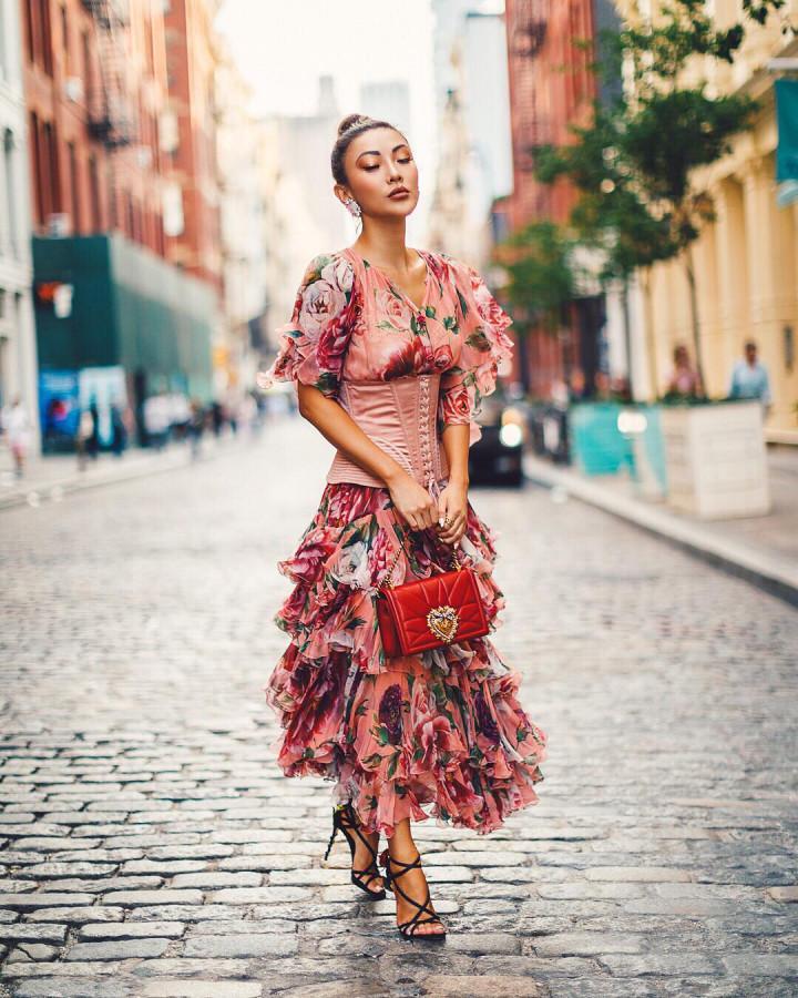 Платье в цветочный принт.