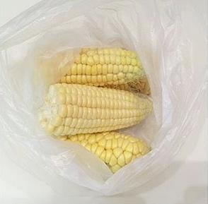 Рецепт очень нежной кукурузы. Хотим поделиться с вами классным рецептом приготовления варёной кукурузы. Кукуруза получается мягкой, вкусной, ароматной!Очищенные от листьев и волокон початки