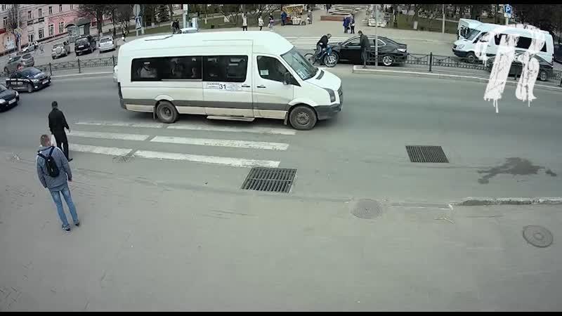 Велосипедист протаранил авто депутата