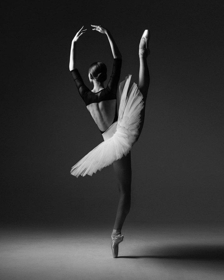 Черно белые фото балерин