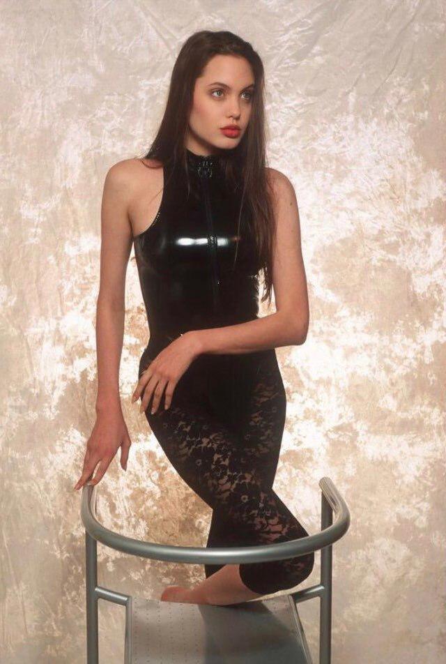 Aнджeлина Джоли, 1991 год