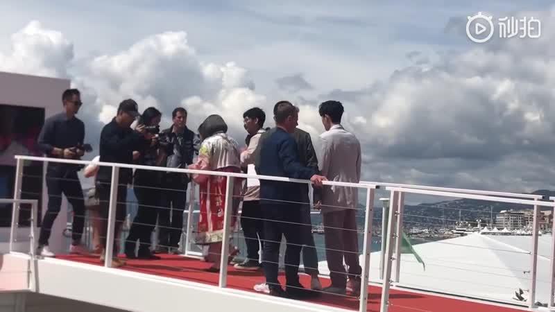 Видео от фанатов Чжу Илун по пути мероприятие LOreal @ 20.05.19