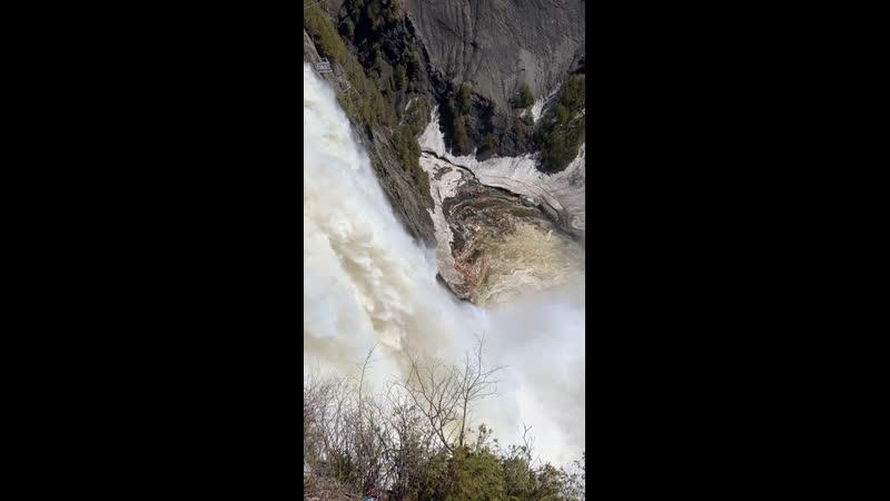 Водопад Монморанси находится в 7 км. От Квебека. Высота падения воды составляет 84 метра