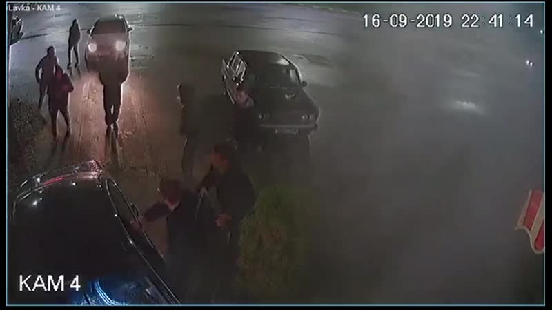 Парни на BMW въехали в стену в Татарстане