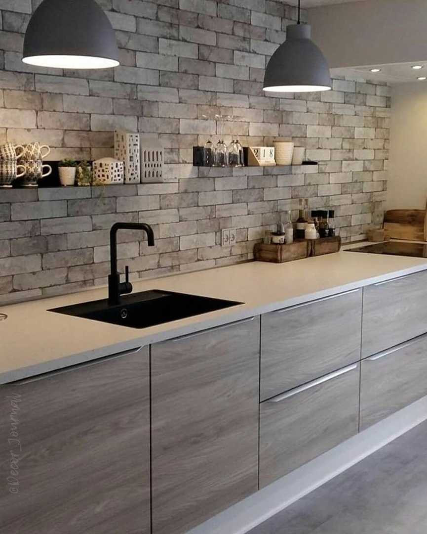 Линейная кухня без верхних шкафов. Как вам такое решение?