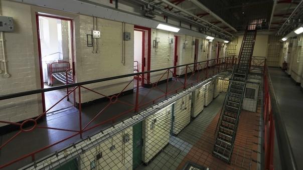 В Британии заключенным выдадут ключи от камер По новым предлагаемым правилам работы тюремных заведений в Британии заключенные смогут получать ключи от камер за хорошее поведение. Текст документа