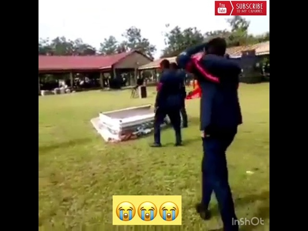 Corpse Falls Out Of Coffin ⚰️ During A Dance By Pallbearers In Ghana😓