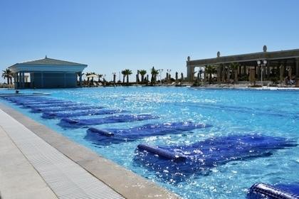 Юную россиянку засосало в бассейн на иностранном курорте