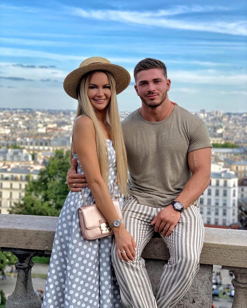 Марина Африкантова и Роман Капаклы проводят отпуск в Барселоне