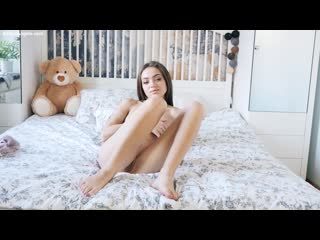 Angelina - Nude yoga