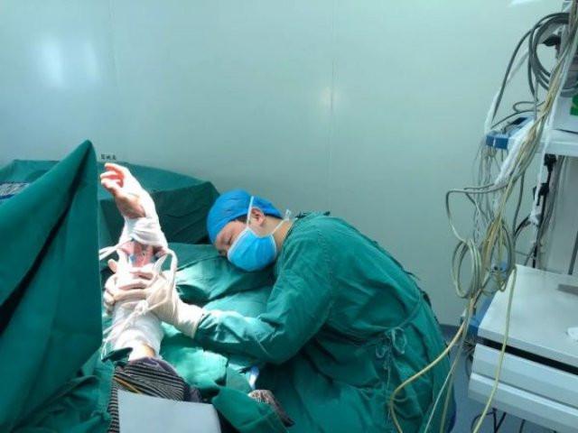 Чиновники просят друг друга «не экономить» на врачах