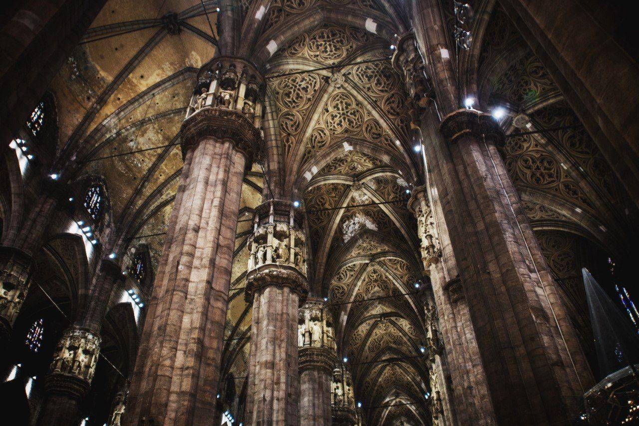 Величественный интерьер Миланского собора