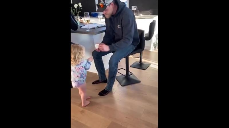 Какая заботливая дочка
