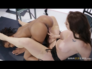 Bitchy Broadcasting : Chanel Preston & Kira Noir