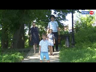 Полицейские будни и семейные радости: День семьи любви и верности семья участкового Дениса Макаркина отметит в домашнем кругу