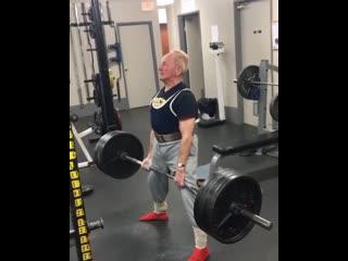 Дедушка в 90 лет делает становую тягу 184 кг
