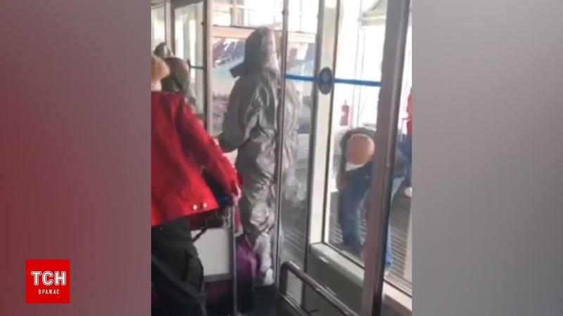 Пасажири рейсу з В'єтнаму влаштували скандал в Борисполі через вимушену обсервацію