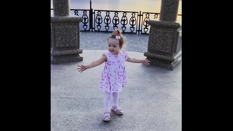 Маленькая балерина на набережной Краснотурьинска