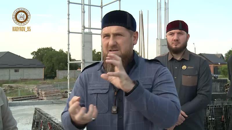 Ознакомились с ходом строительства мечети имени Шейха Мансура в поселке Алды.