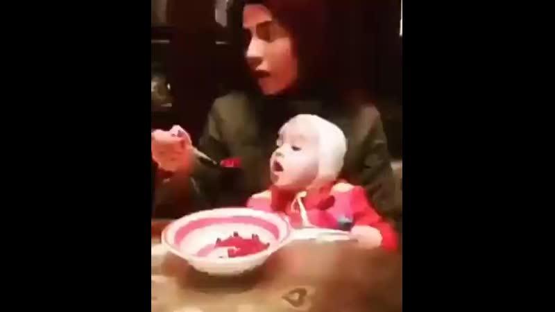 200803 1 💙00803 Малышку дразнят едой 0 43 mp4