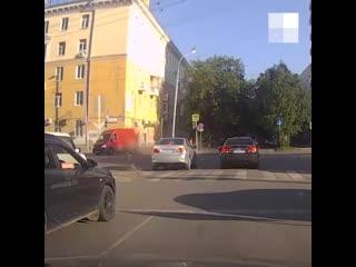 Момент ДТП на Малышева, где Fiat влетел в пешеходов